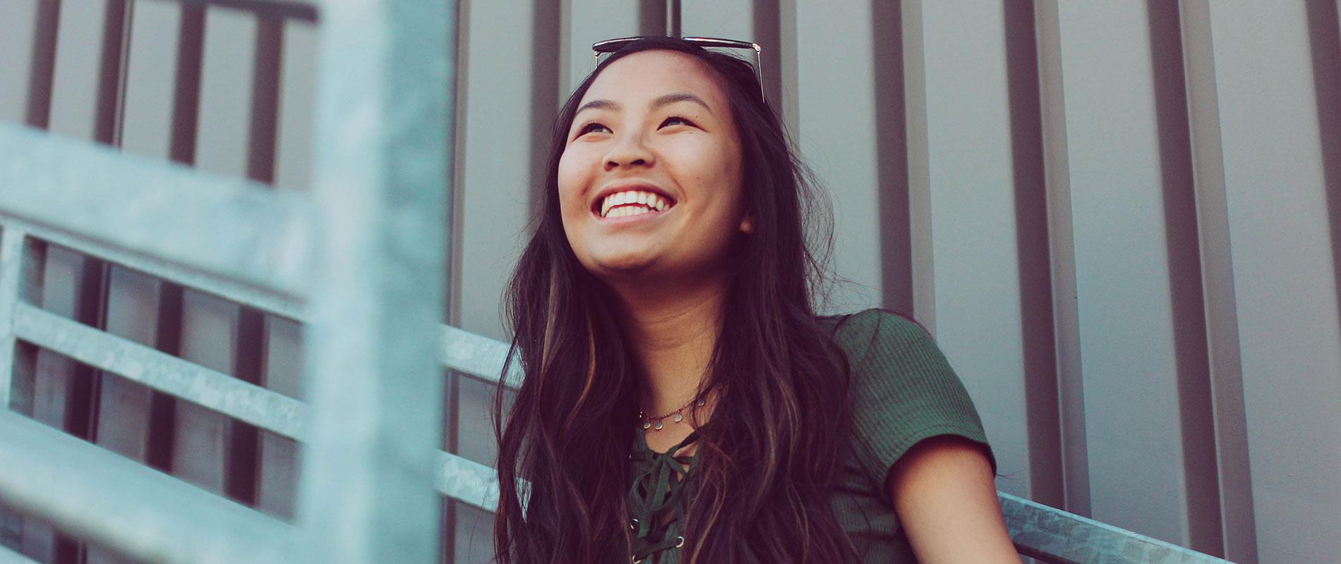 Microneedling Hannover für ein so schönes Lächeln wie diese Frau