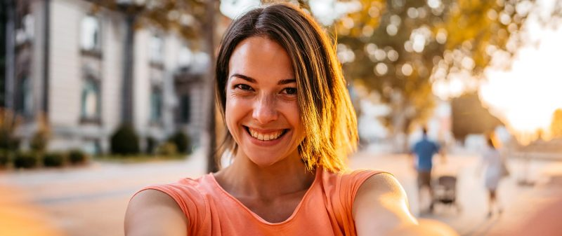 Hypnose Hannover – junge Frau freut hat sich dafür entschieden