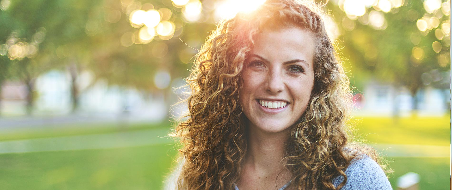 Botox® Behandlung Hannover, Frau lächelt faltenfrei